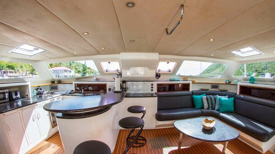 VOYAGE 520 Yacht