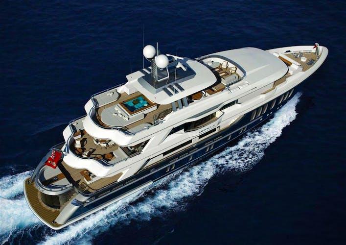 CMB#04 Yacht