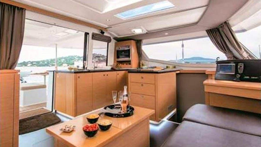 DOLPHIN SPLASH Yacht