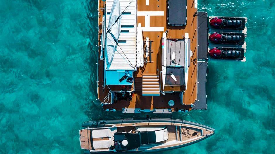 SHADOW Yacht