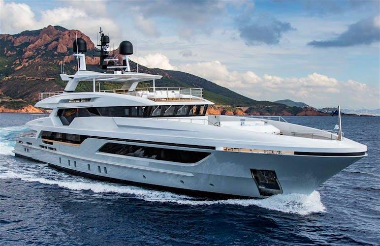 10233 Yacht