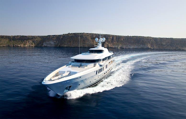 AMELS 220 Yacht