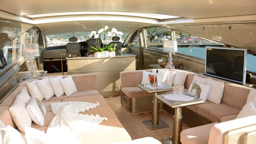 TENDER TO Yacht