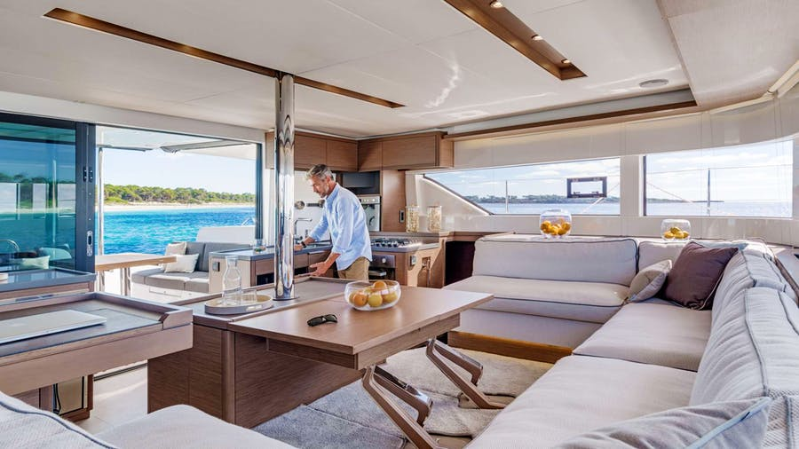 SEA IO Yacht