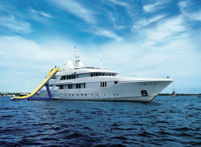 RHINO Yacht