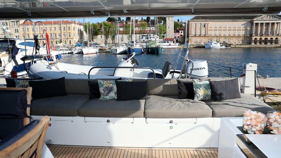 Spirit of Adventure Lagoon 620  Yacht