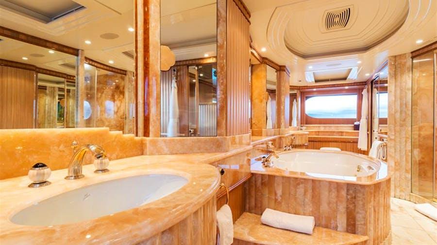 SOTAVENTO (EX LUMIERE) Yacht