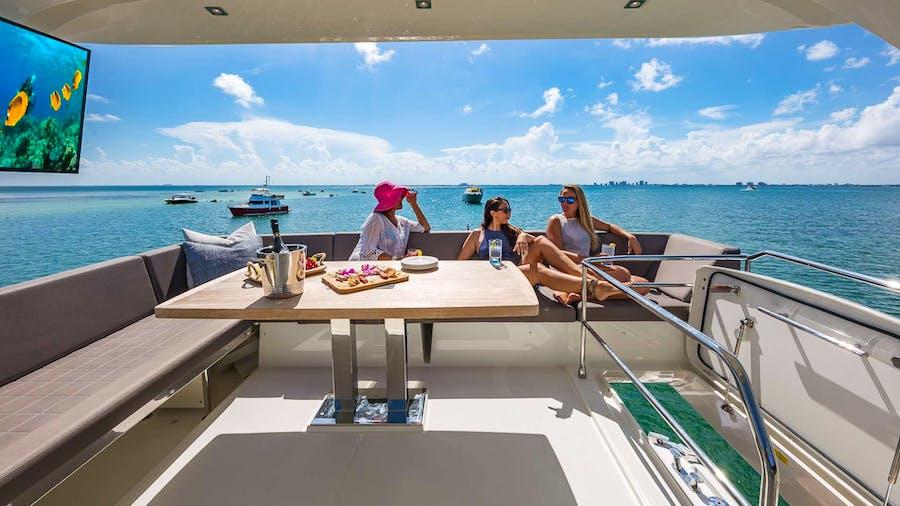 Hellooo Yacht