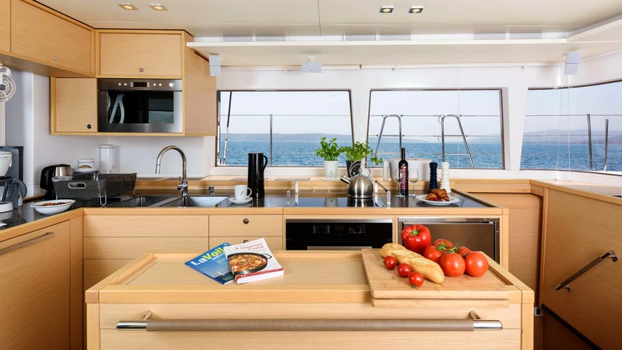 PRINCESS SELINE (Lagoon 560 S2) Yacht