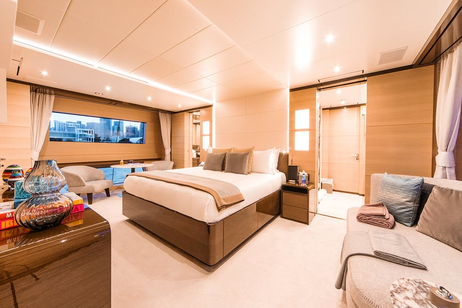 Features for WABASH Private Luxury Yacht For charter