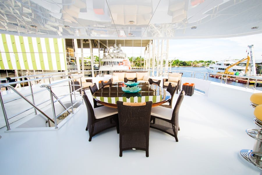 Features for DREAM WEAVER Private Luxury Yacht For sale