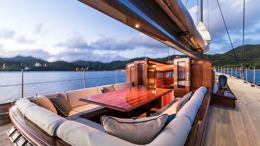 RAINBOW Yacht