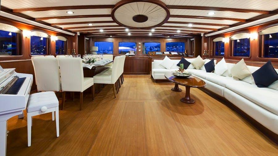 REGINA Yacht