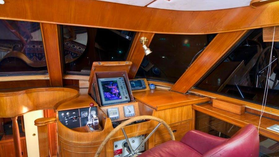 MUSTANG Yacht