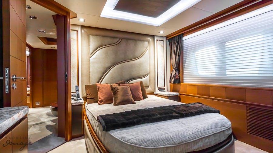 YCG Azimut 105 Yacht