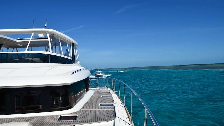 LONG MONDAY Yacht