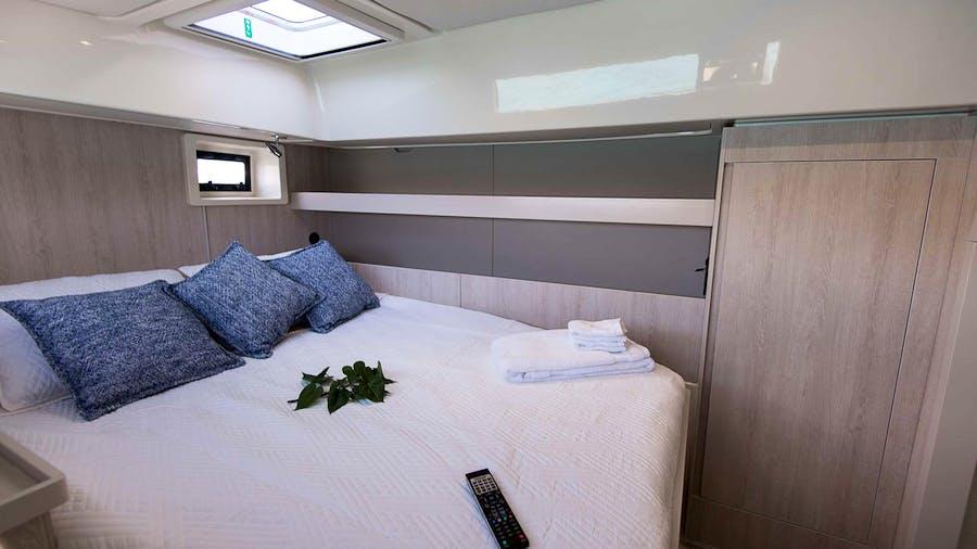VICARIOUS Yacht