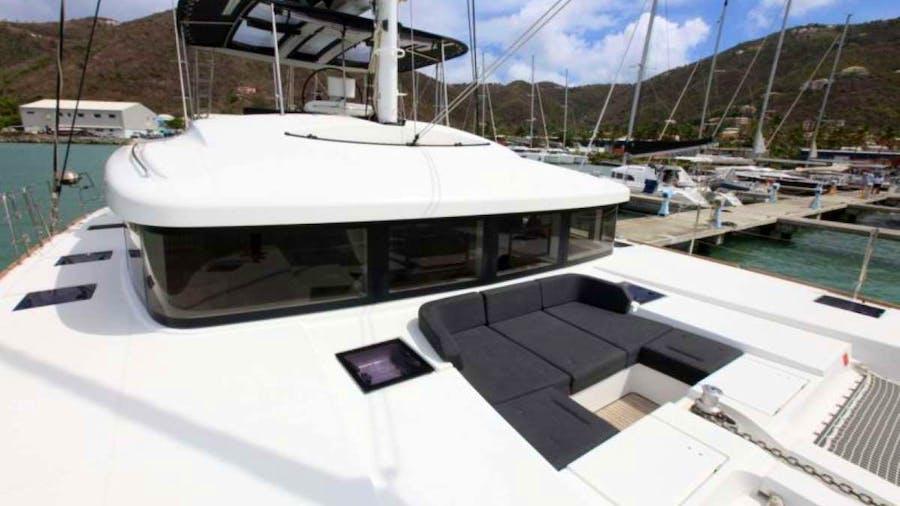 CHAMPAGNE L52 Yacht