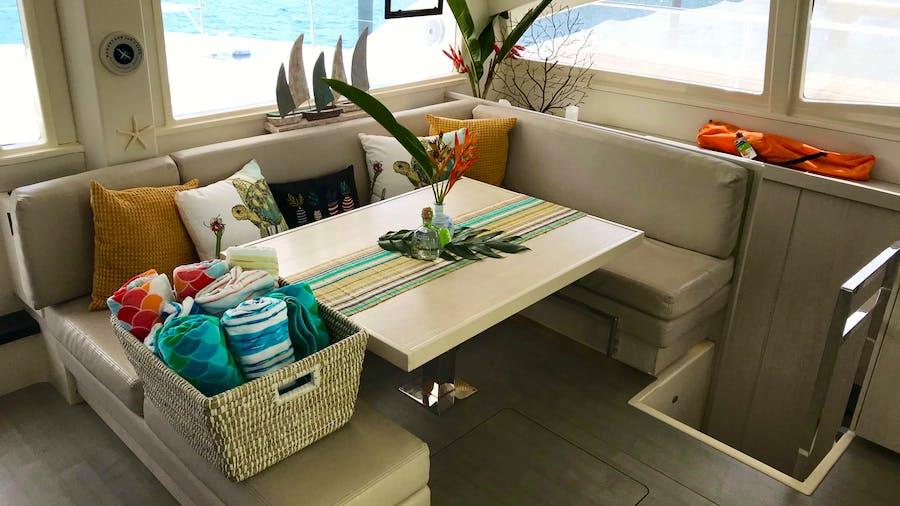 SOMEWHERE HOT Yacht