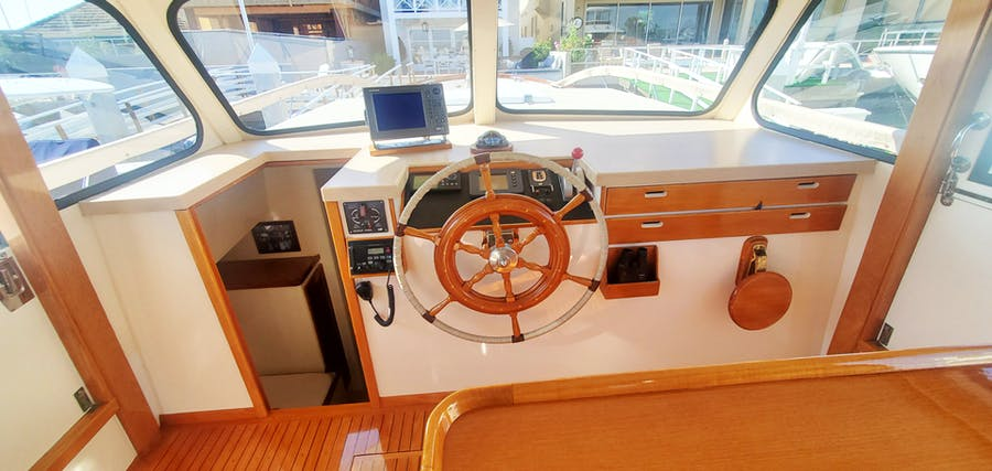 Features for SUMMER PLACE Private Luxury Yacht For sale