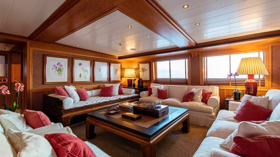 BLEU DE NÎMES Yacht
