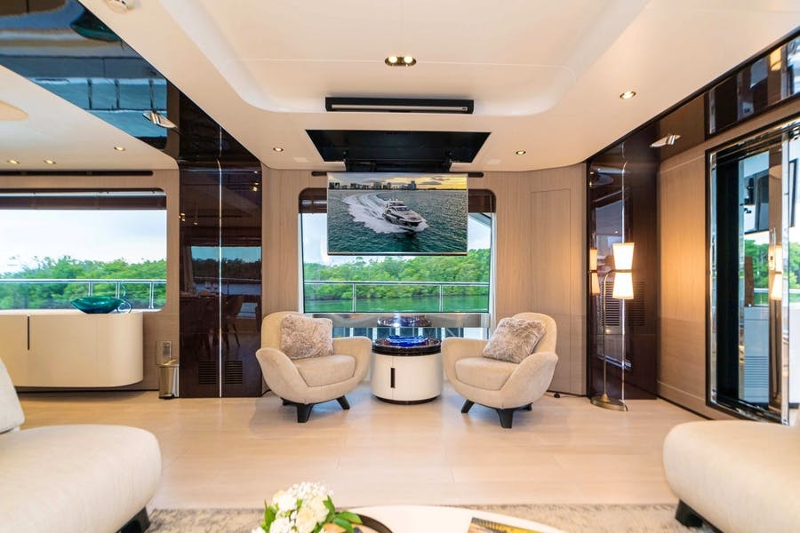 Features for MAJESTIC MOMENTS Private Luxury Yacht For charter