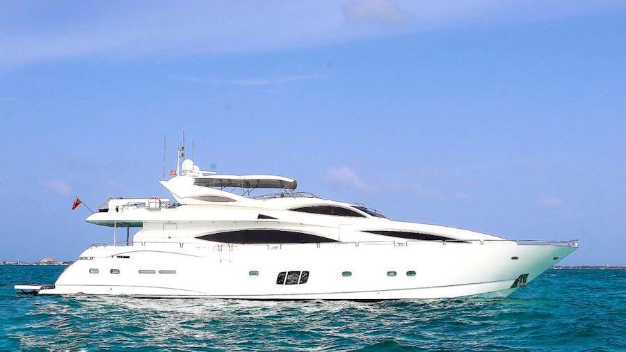 YCM 105 Yacht