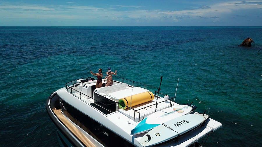 Go n Hot Yacht