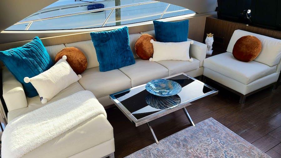 SHOWBOAT Yacht