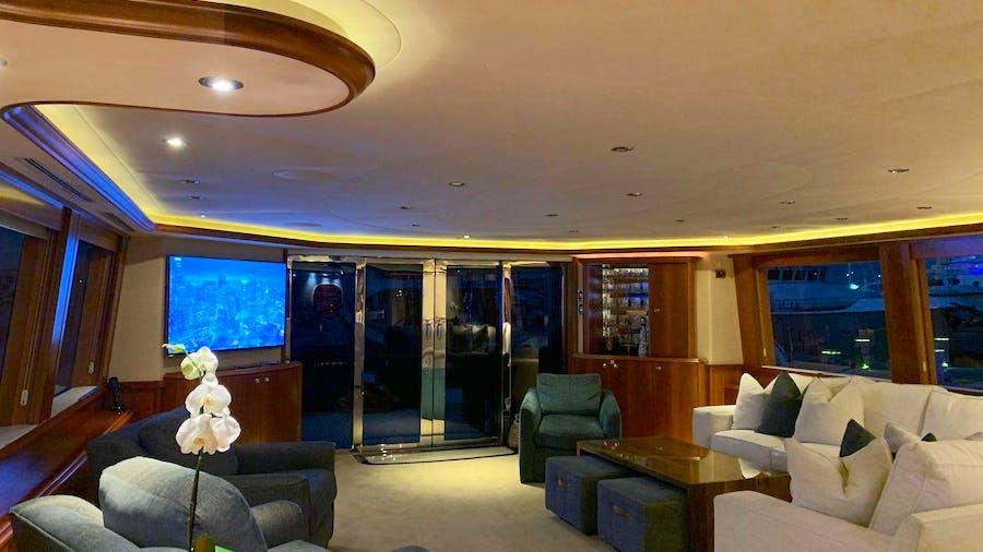 Natural 9 Yacht