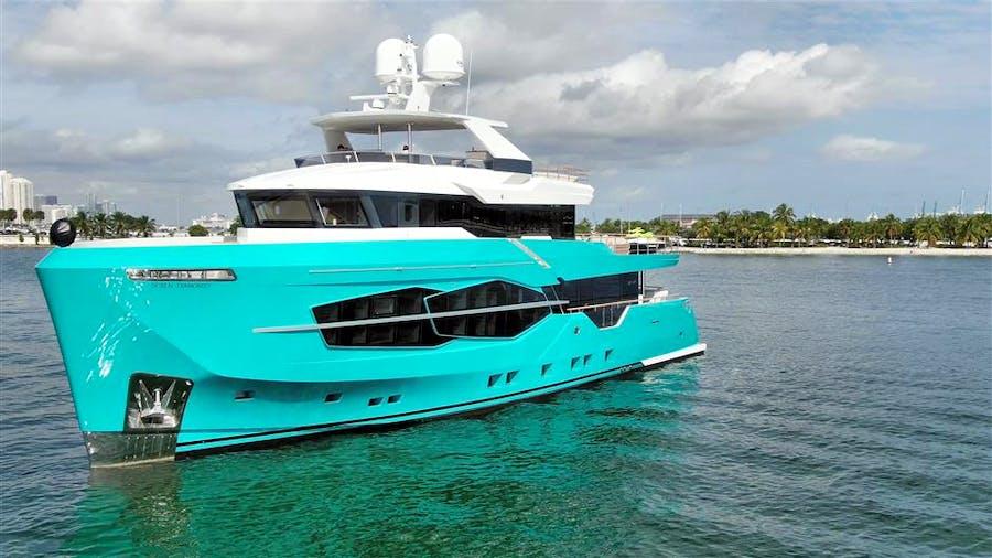 32XP HULL #5 Yacht for Sale   105 NUMARINE 2022