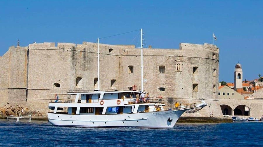 Otac Nikola Yacht