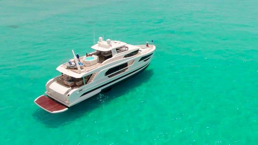 MIDNIGHT MOON Yacht