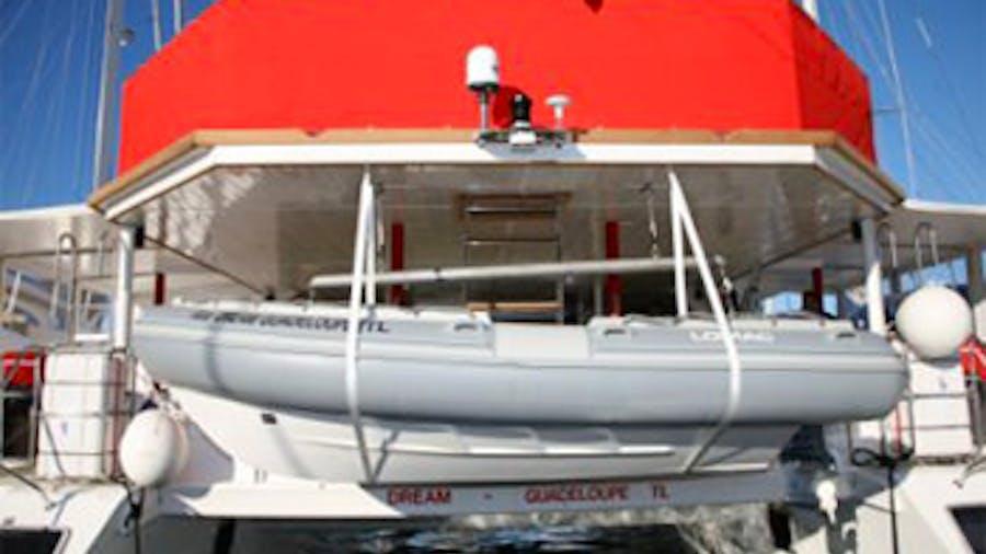 DREAM 82'  Yacht