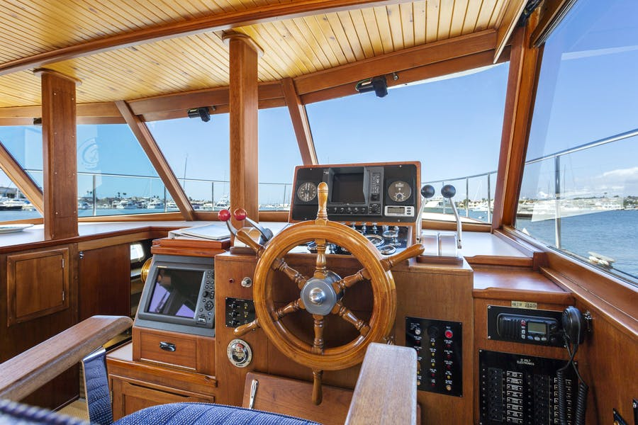 Features for FIRST LIGHT Private Luxury Yacht For sale