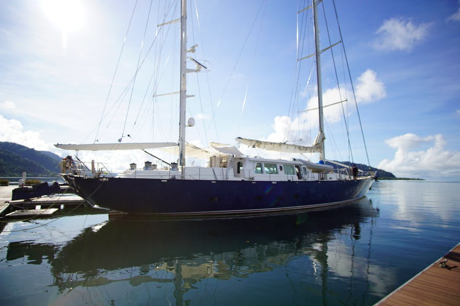 Features for MARLIN DEL REY V Private Luxury Yacht For sale