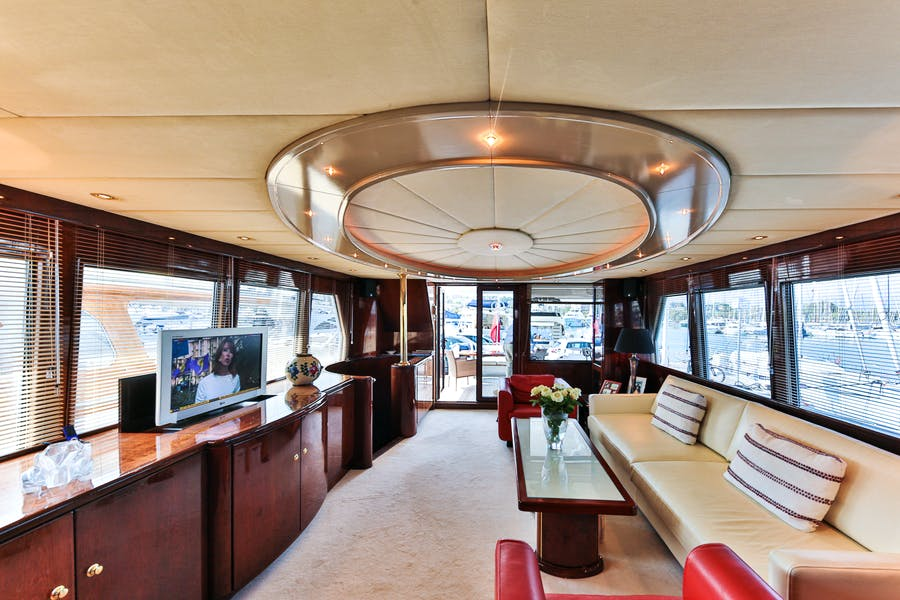 Features for HAPPY DAZE Private Luxury Yacht For sale