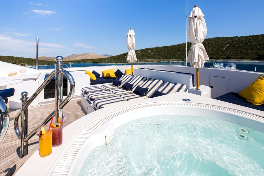 Features for MUSTIQUE Private Luxury Yacht For sale
