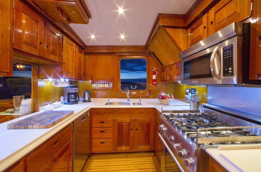 Features for CUSTOM HUNT 90'  Private Luxury Yacht For sale