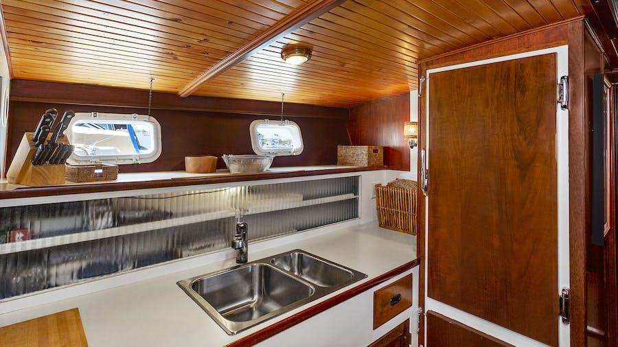 FIRST LIGHT Yacht