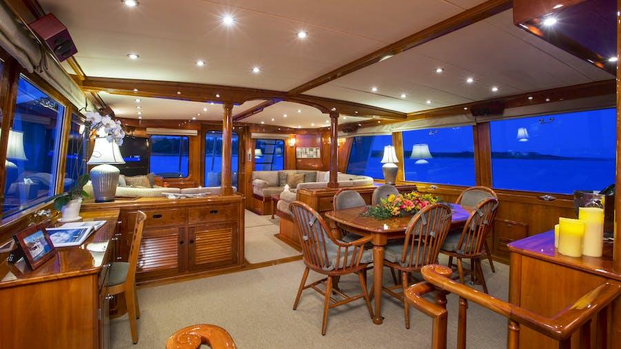 Custom Hunt 90'  Yacht