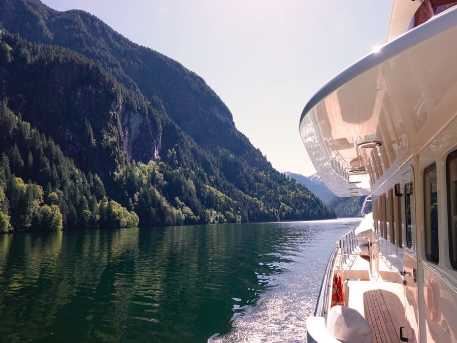 Features for ISLANDER Private Luxury Yacht For sale