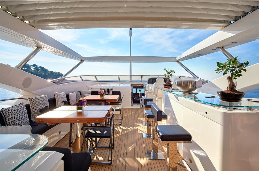 Features for BLACK AND WHITE Private Luxury Yacht For sale