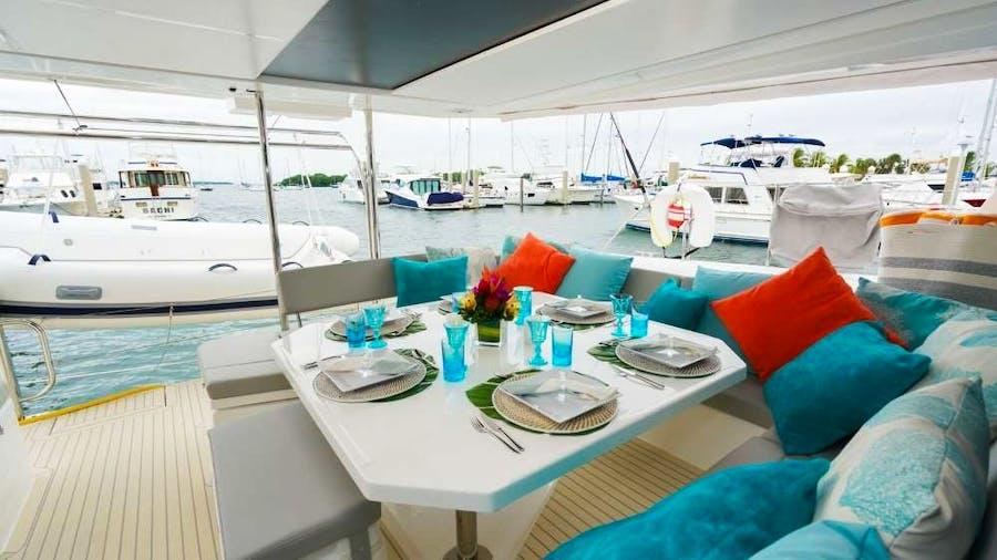 MOON BLOSSOM Yacht