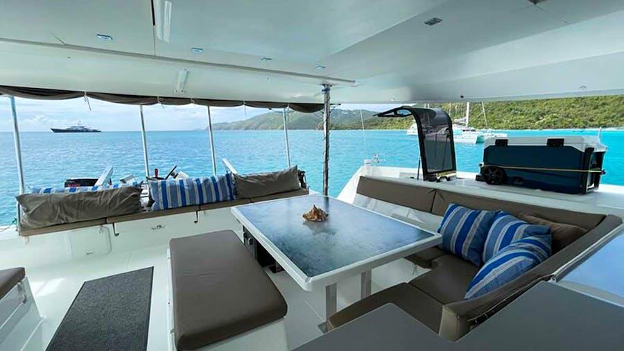 DEVINE SAILING Yacht