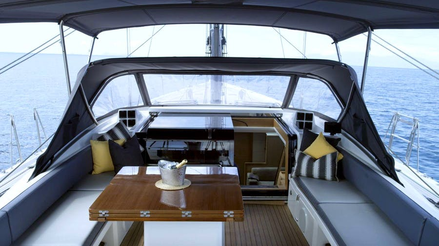 Oyster 825 Yacht
