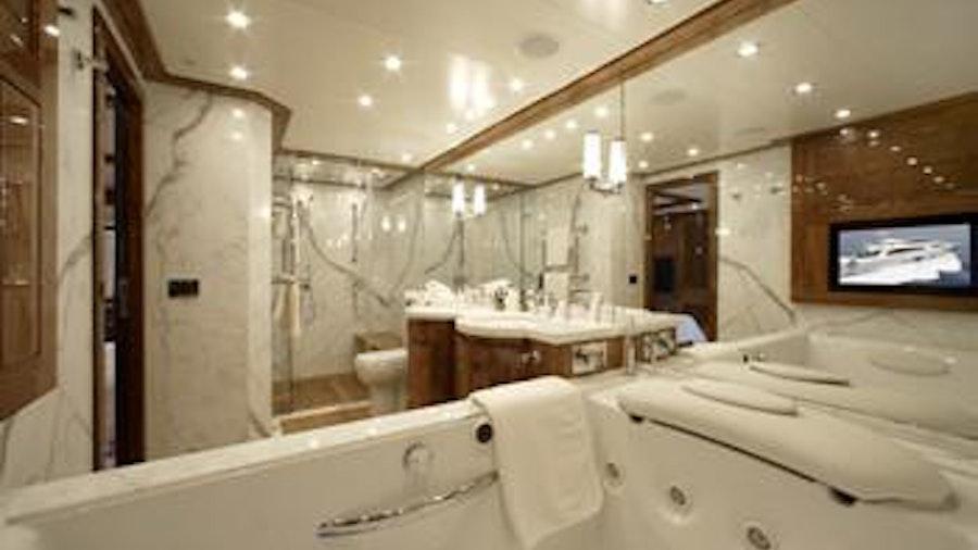 DRAGON Yacht